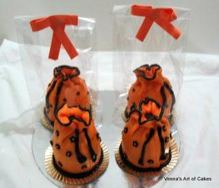 Women's Vanity Pouch Mini Cakes