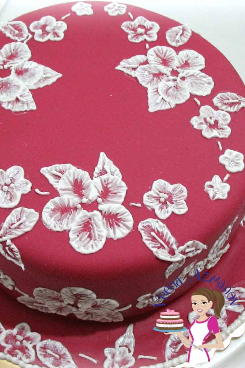 Brush Embroidery Cake Tutorial – Lace Effect