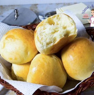 Hawaiian dinner rolls in a basket.