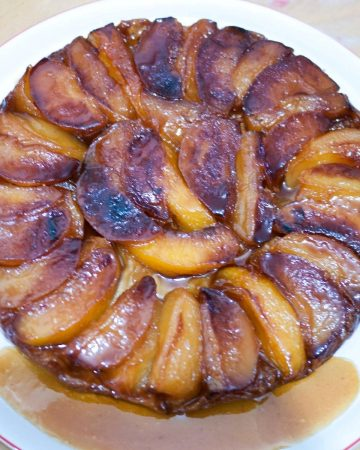 A plate with apple tarte.