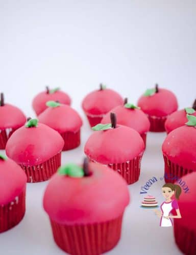 These apple cupcakes are perfect for the holidays, they make cute little gifts to give as treats during festive season such as Rosha Shana / Jewish New year