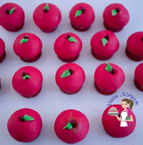 These fondant apple cupcakes are perfect for the holidays, they make cute little gifts to give as treats during festive season such as Rosha Shana / Jewish New year