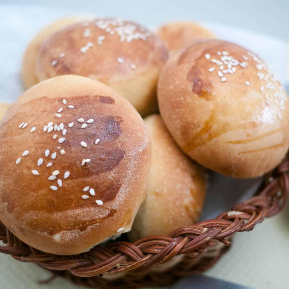 A basket with hamburger buns.