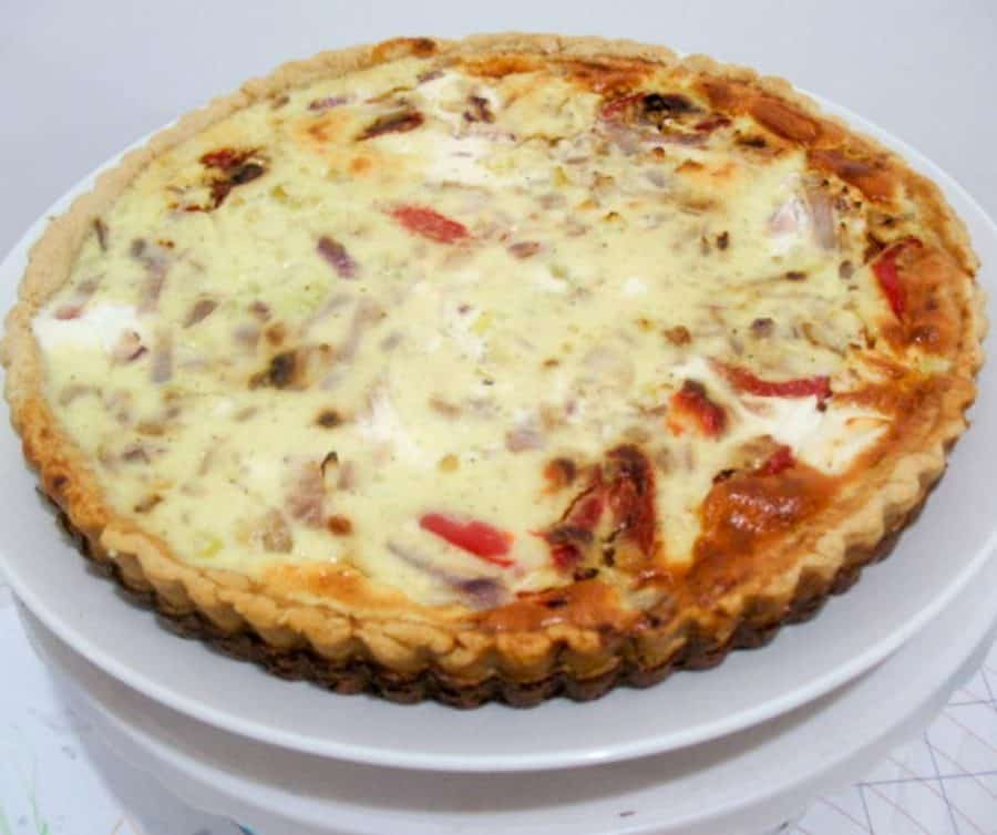 A roasted red peppers and cheese quiche.