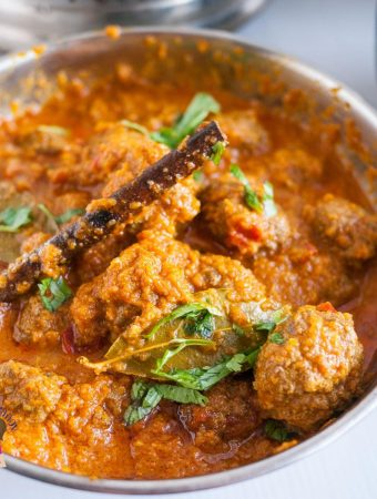 How to Cook Meatballs in Indian Curry with coconut sauce