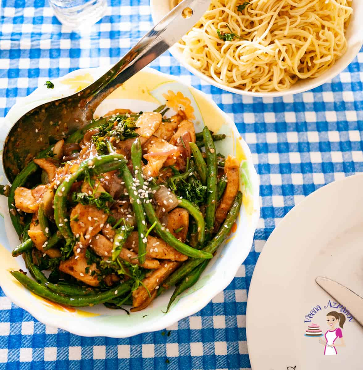 A bowl with chicken stir fry