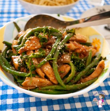 A bow with chicken and beans stir fry