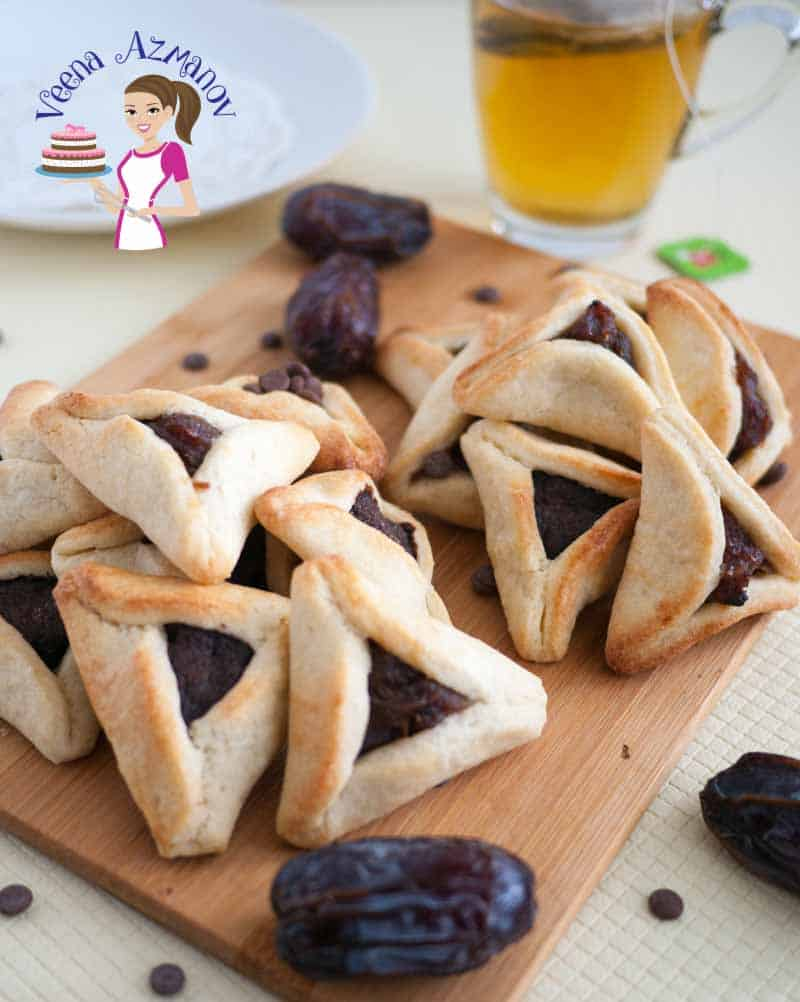 A top view of the Purim Cookies filled with Dates. This post shows two methods to fill these cookies.