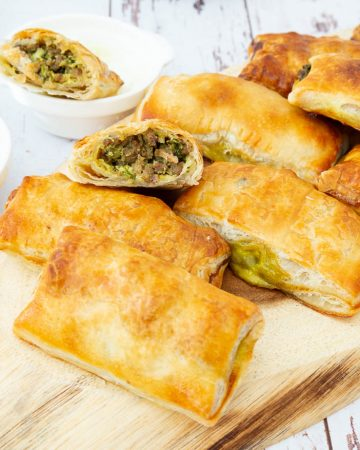 Puff pastry stuffed with meat.