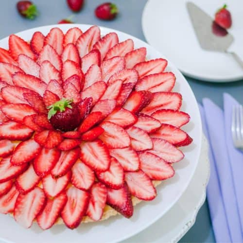 A tart with pastry cream and sliced strawberries