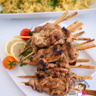 A plate of chicken satay.