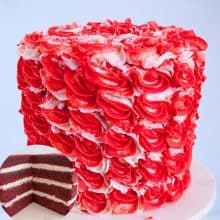 A frosted cake red velvet with IMBC.