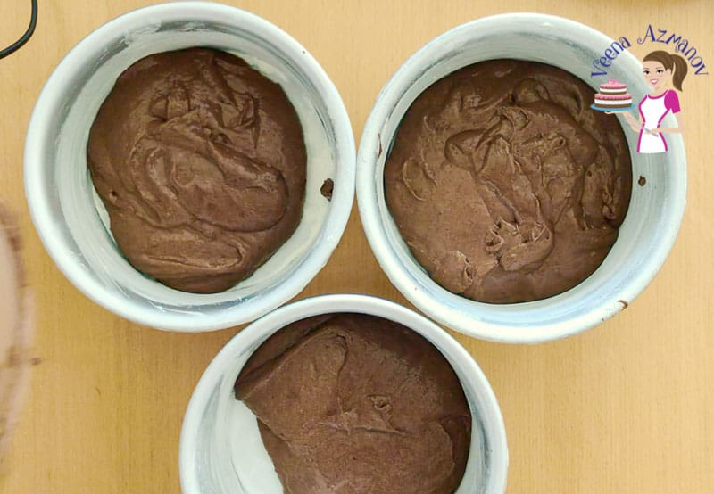 Divide the chocolate batter between three baking pans - Progress Pictures