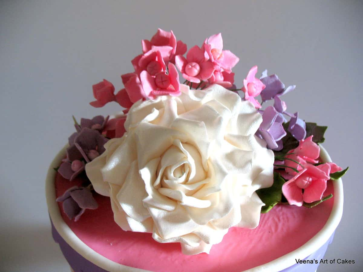 Gift box cake veena azmanov gift box cake with roses and hydranges negle Image collections