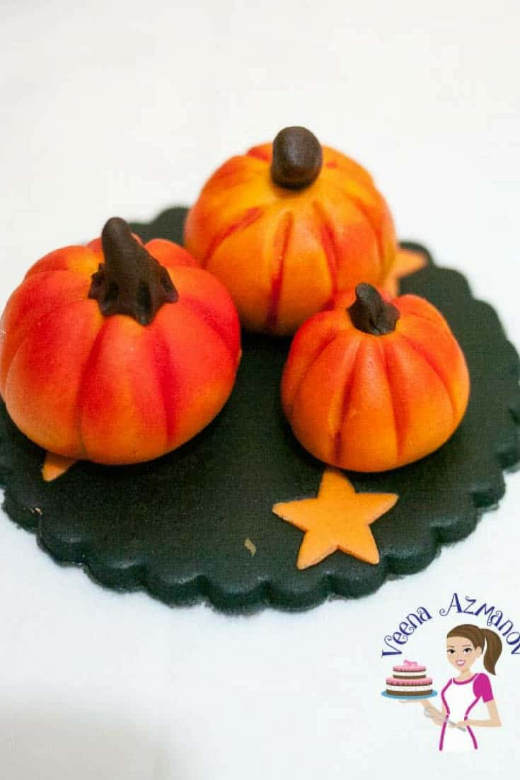 Halloween Pumpkin Cupcake Topper with Pumpkin Spice Apple Cupcakes