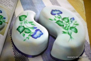 Painting Flowers on Cakes (11)