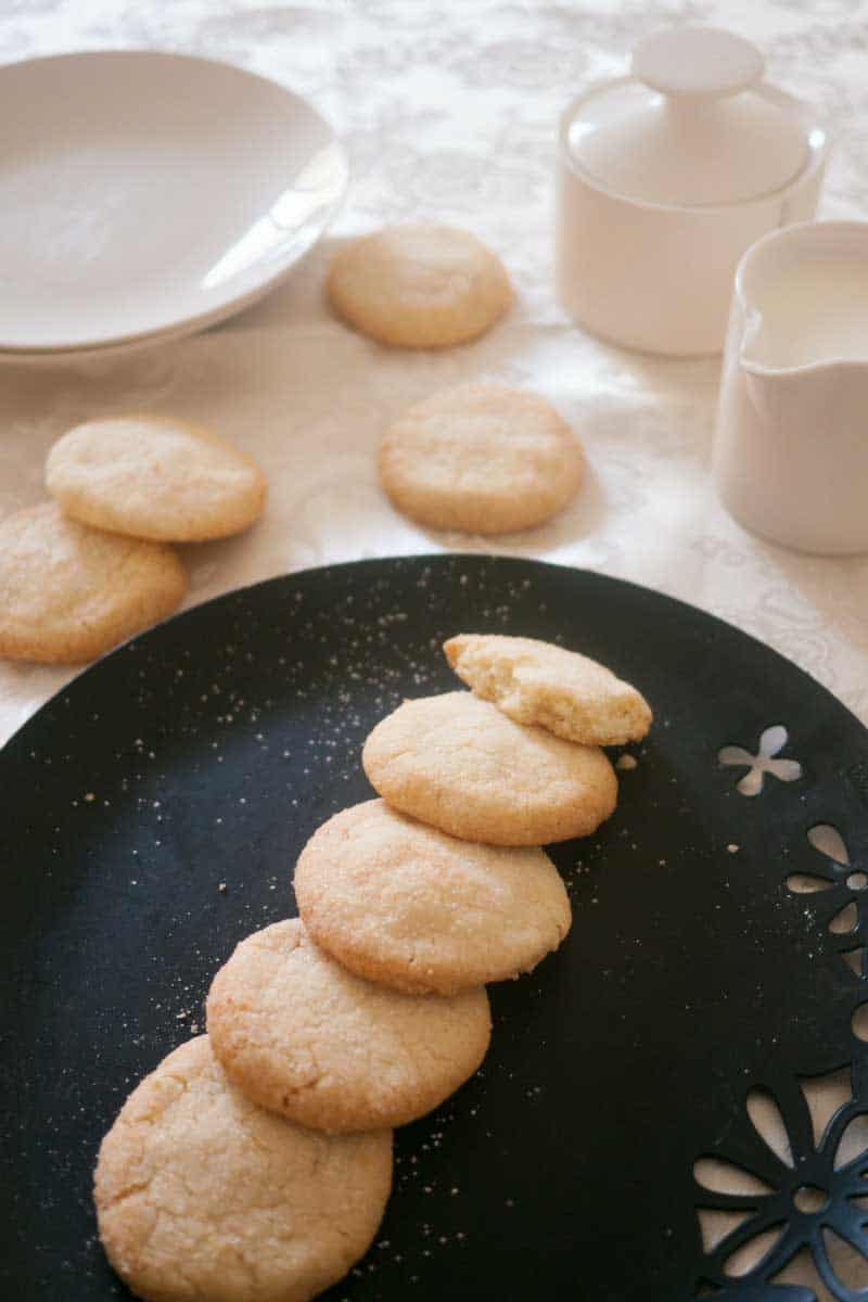These white shortbread cookies are eggless and super easy to make. With only 5 ingredients they barely take any time to make or bake. Such a great treat any time.