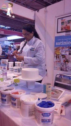 Cake International Satin Ice Demo (4)