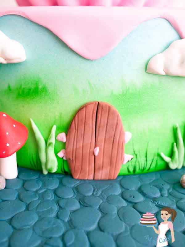 Giant Cupcake Cake video tutorials is great for beginners who want to learn more than just cake decorating. Veena from Veenas Art of Cakes talks about design and how to approach customer query as well as shows how to take a single tier cake and extend it to a two tier cake.
