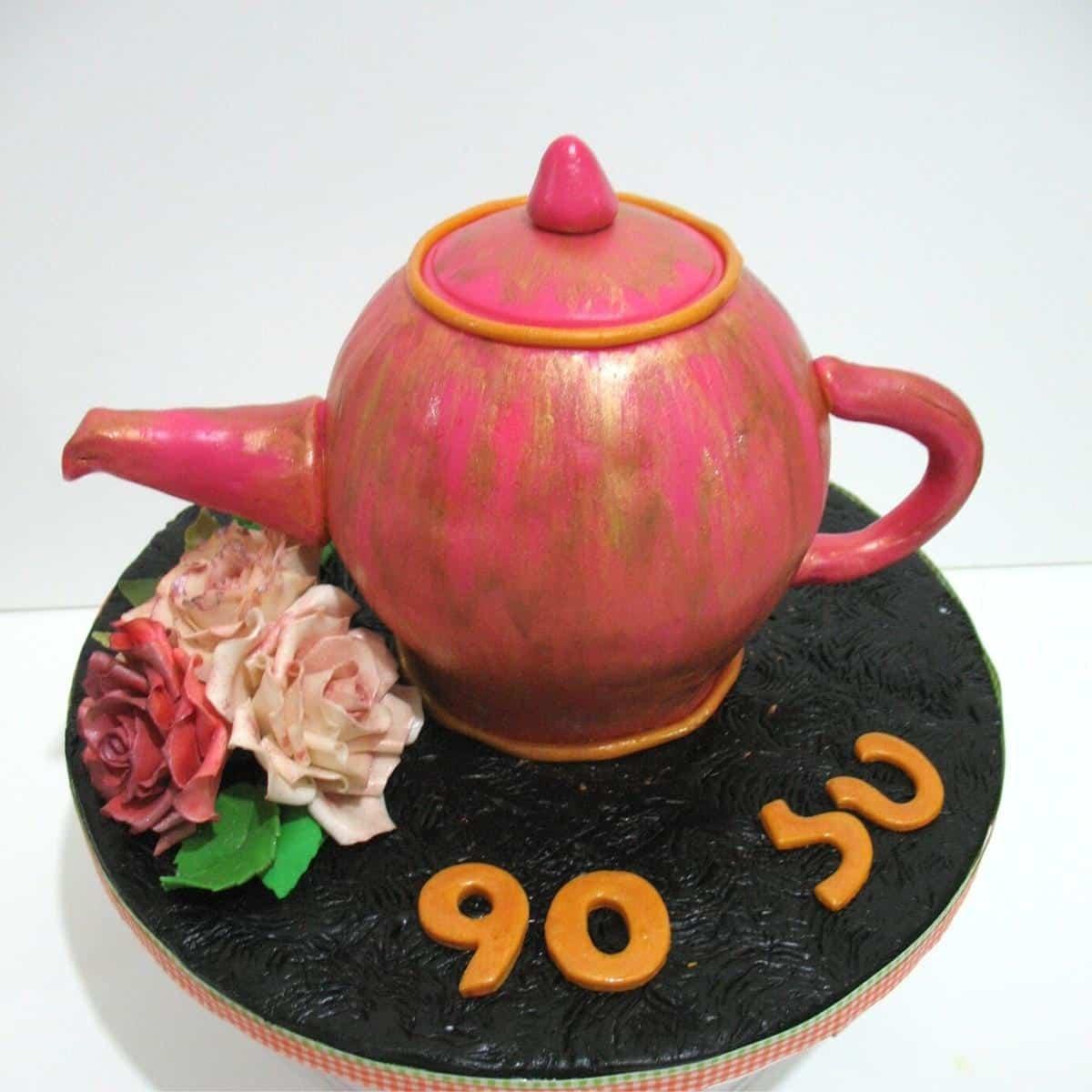 A decorating cake - teapot