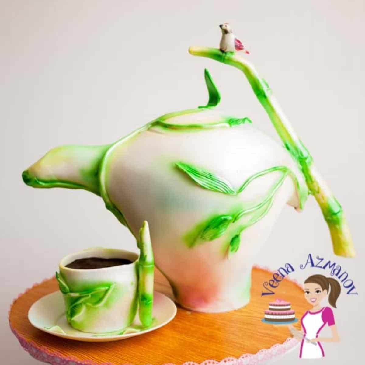 A decorated cake tutorial teapot