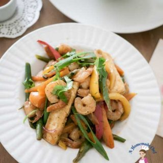 Zesty healthy prawn pepper stir fry - is a simple, easy and healthy recipe. In less then 15 minutes you will have lunch or dinner on the table. The convenience of using frozen prawns and veggies takes prep time down to almost zero making it a winner every single time.