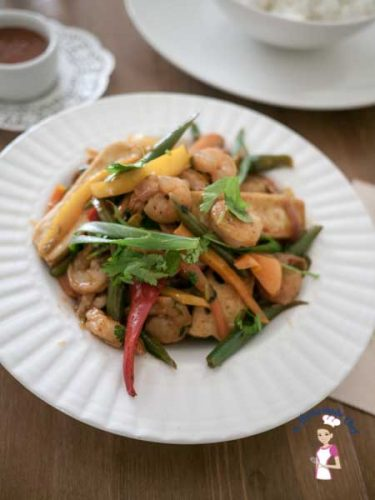 This zesty healthy prawn pepper stir fry is a simple, easy and healthy recipe. In less then 15 minutes you will have lunch or dinner on the table. The convenience of using frozen prawns and veggies takes prep time down to almost zero making it a winner every single time by food blog A Homemade Chef.