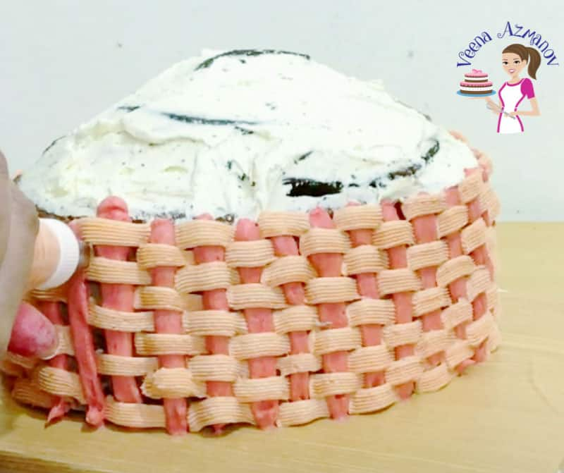 How to pipe a basketweave design with buttercream frosting