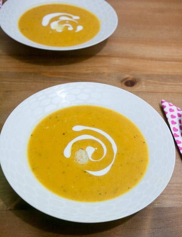 This roast butternut squash soup is a perfect fall or winter dinner. Add in a small bowl of salad and some crusty bread to did in and you got a meal.