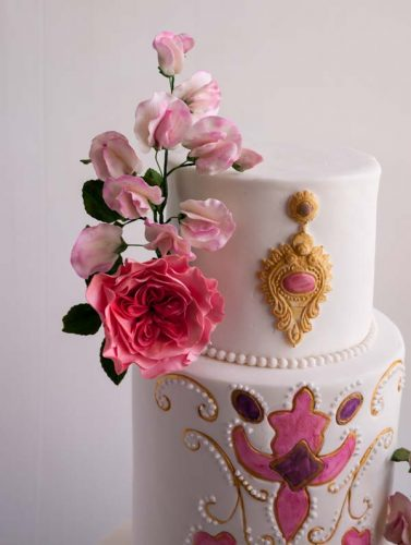 white-embroidery-inspired-cake-36