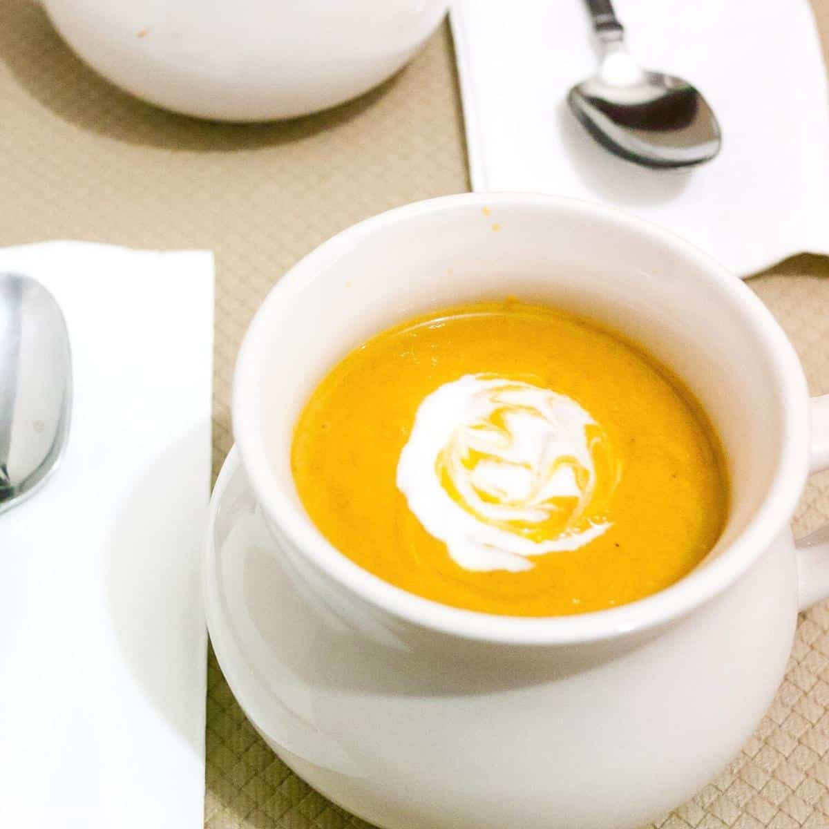 How to make a homemade soup with roasted pumpkin and sweet potato