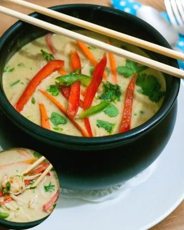 A bowl of Thai noodle soup with prawns.