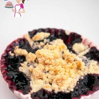 Desserts such as this easy blackberry crumble make summer more fun because they are simple and easy to make. A few minutes in the oven and you have a delicious soft, sweet yet tart syrupy fruit topped with crisp crumble. Serve it with a scoop of ice cream for that ultimate luxury.