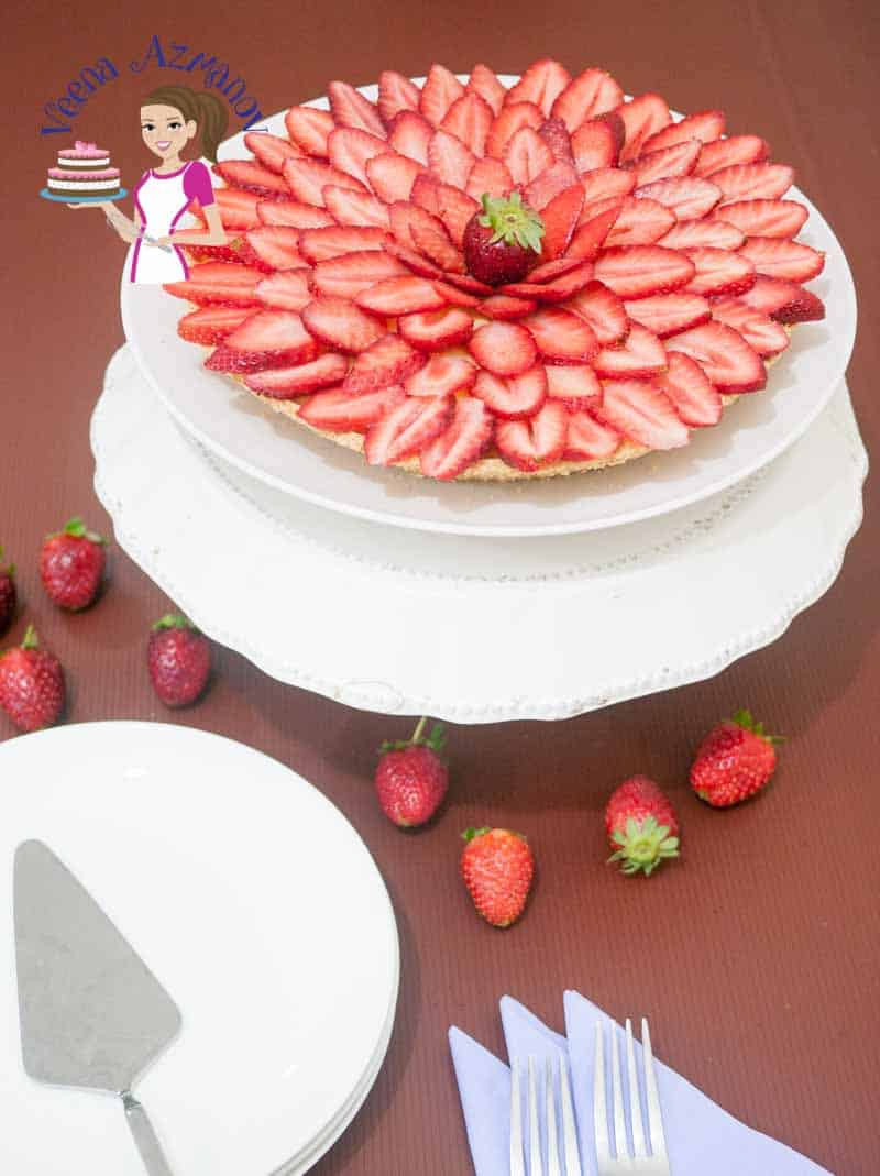 Make a picture perfect Fresh Strawberry fruit dessert made with buttery shortcrust pastry, rich creamy pastry cream and fresh strawberry slices.