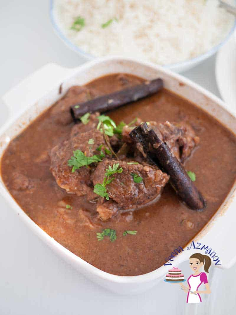 This slow cooker beef in red wine sauce is comfort food at it's best. The meat is cooked in a slow cooker for a couple of hours until fork tender, the red wine and meat juices combine into this thick creamy sauce that is sheer luxury served with white rice or a slice of bread.