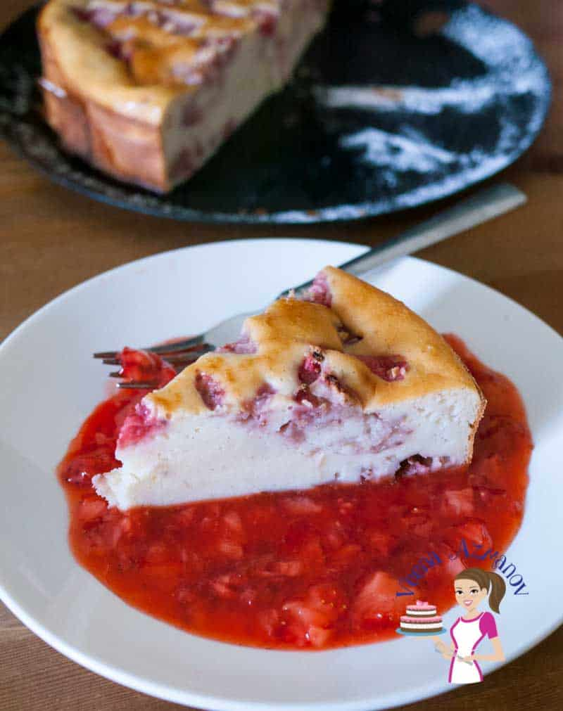 Crustless Strawberry Ricotta Cheesecake with Strawberry Sauce