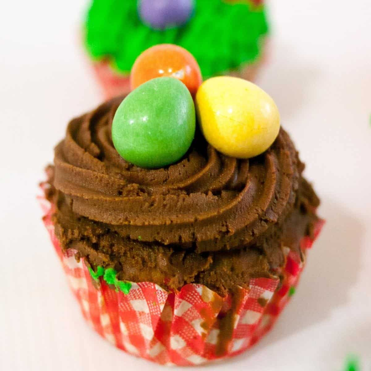Frosted Easter Candy Egg Cupckes