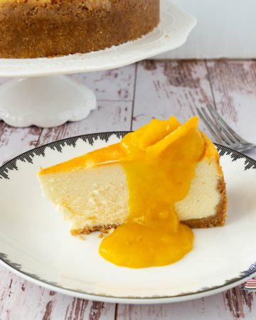 How to make a baked cheesecake at home with mango filling