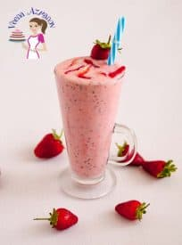 This berry chia smoothie is a delicious blend of berries mixed with creamy yogurt and chia seeds to give your day a perfect pickup be it for breakfast or mid day snack.