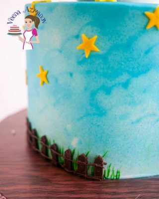 What could be better than a fondant that taste like candy and smells of marshmallow? This Homemade marshmallow fondant recipe is a must have for kids cakes. The best past it uses only three ingredients!!