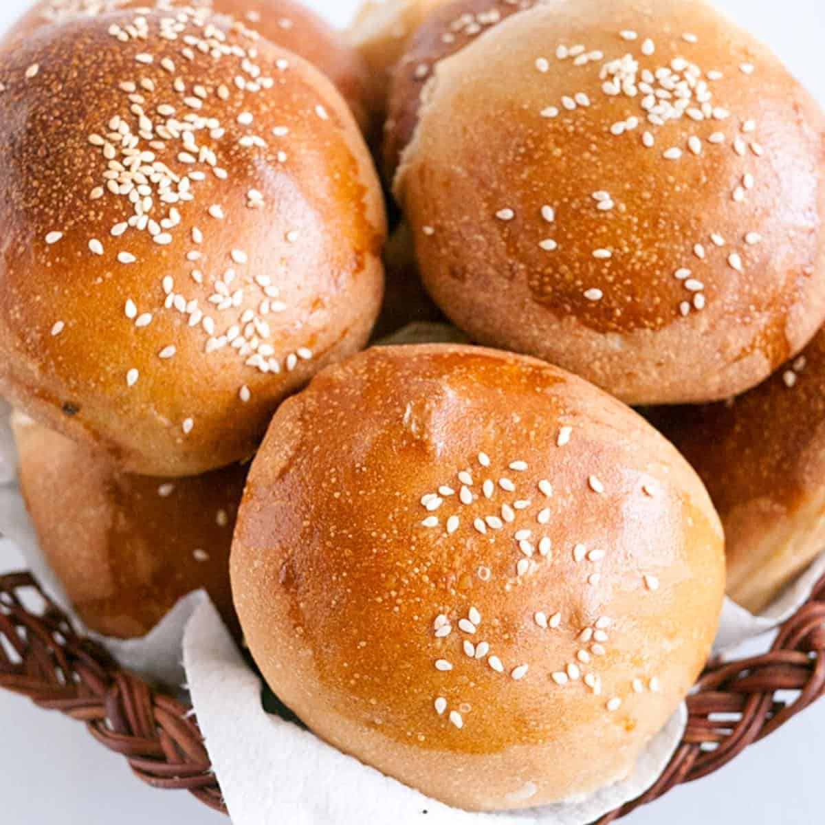 A basket with whole wheat buns.