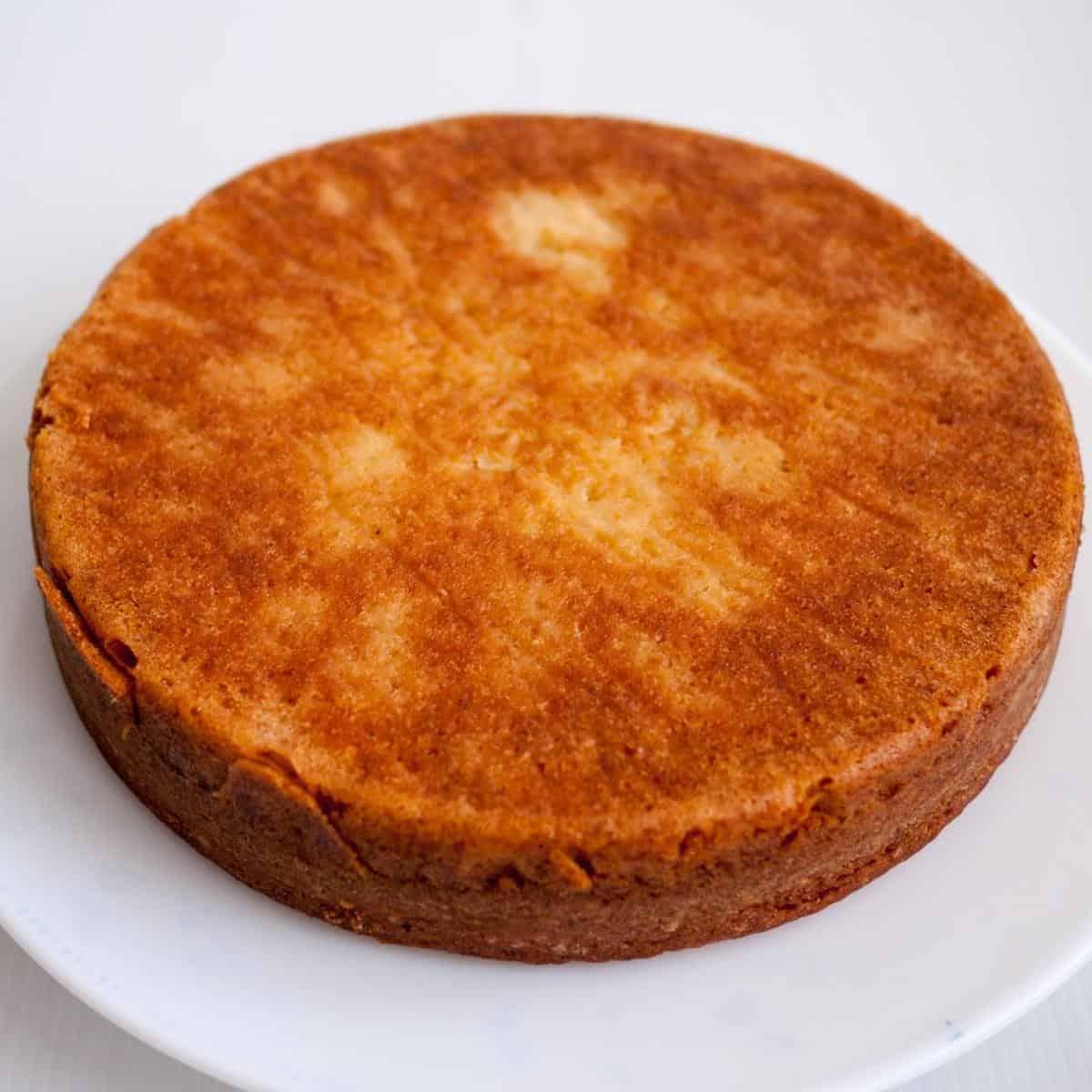 A vanilla cake.