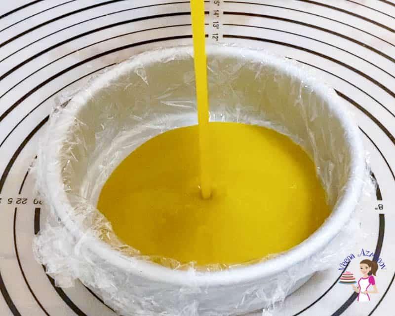 Prepare the mango jello for the mango entremets