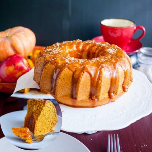 A pumpkin bundt cake on a cake stand.