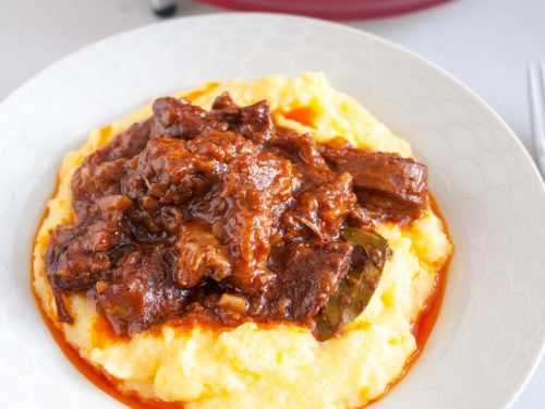 How to make lamb shoulder slow cooked on a stovetop or slow cooker