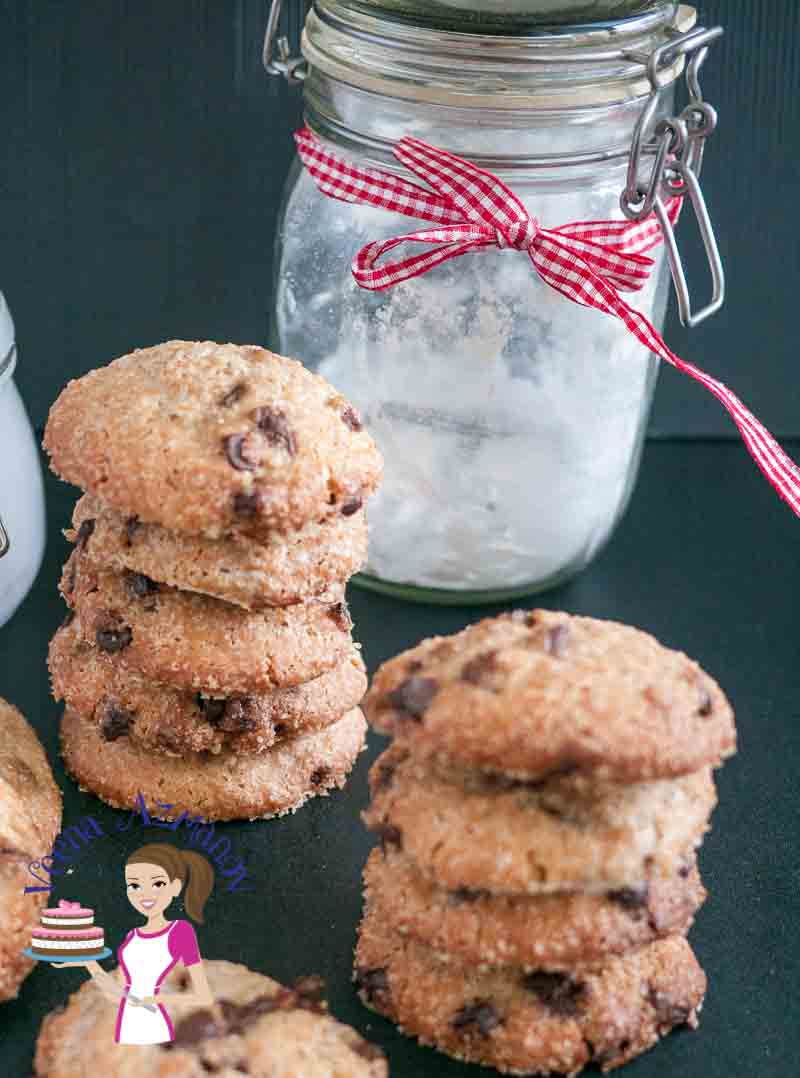 This chocolate chip cookie jar makes a perfect Christmas Gift for family and friends. Filling the jar is simple easy and effortless with easy to find ingredients. And a chocolate chip cookie is always everyone's favorite treat any time of the year