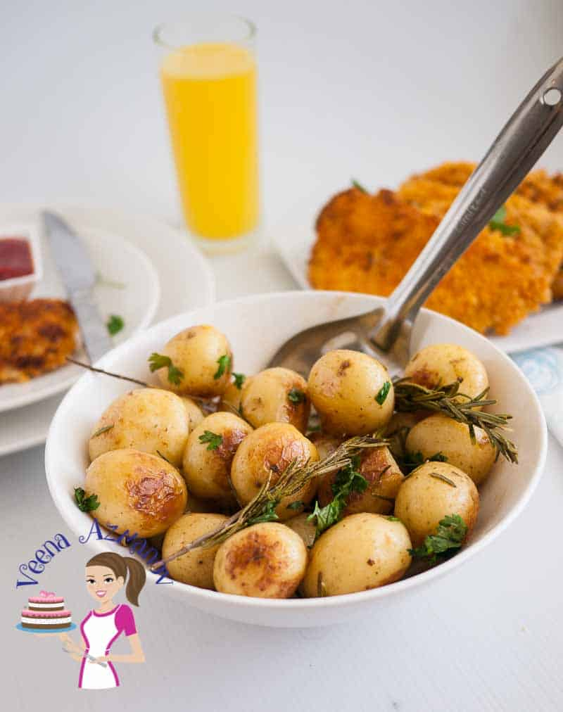These lemon rosemary roast potatoes are a perfect side dish to serve along side any dinner be it roast chicken, turkey or a rack of lamb.  Perfect roast potatoes are an absolute treat weather you serve them on a week day or a special celebration for Thanksgiving or Christmas