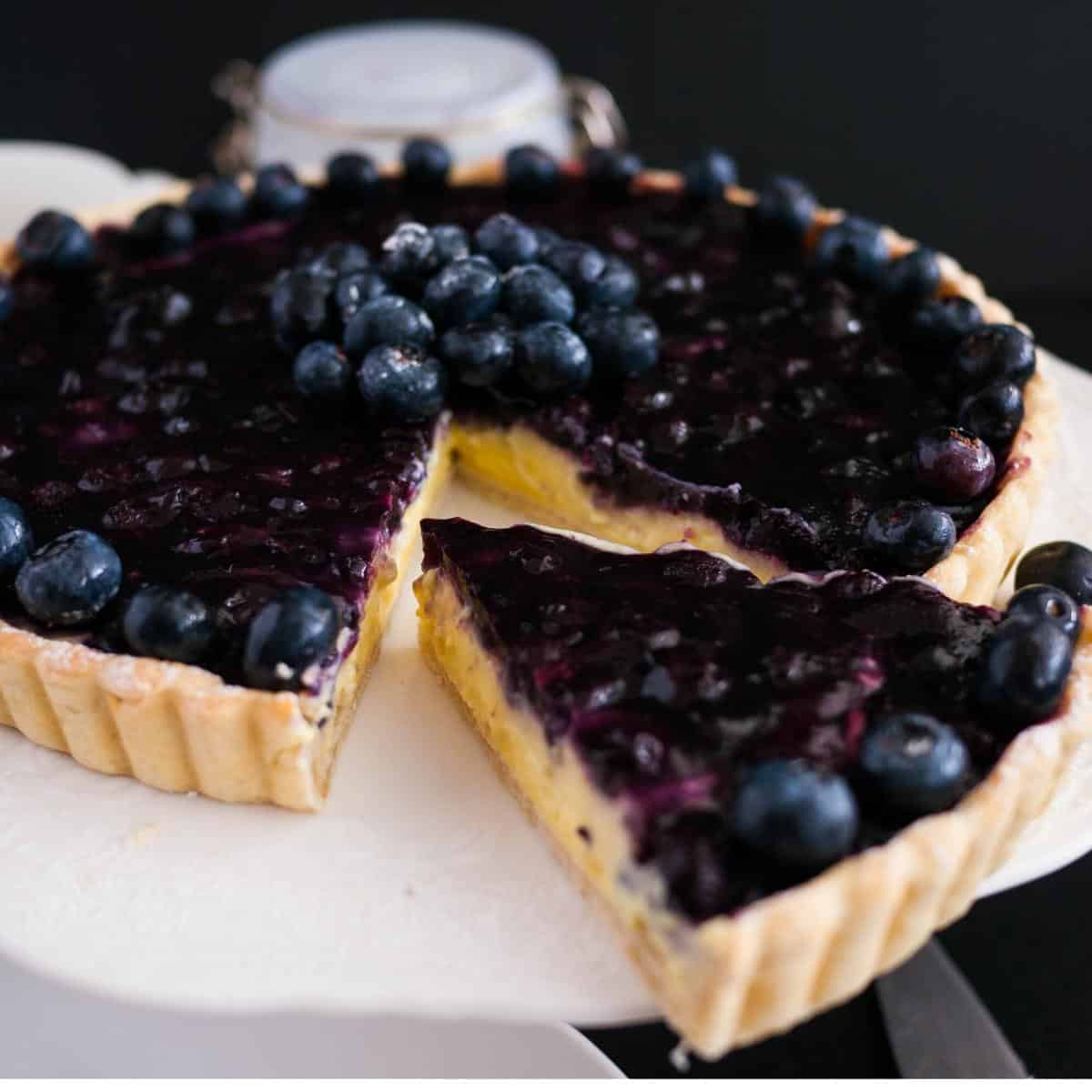How to make a custard fruit tart with Blueberry filling