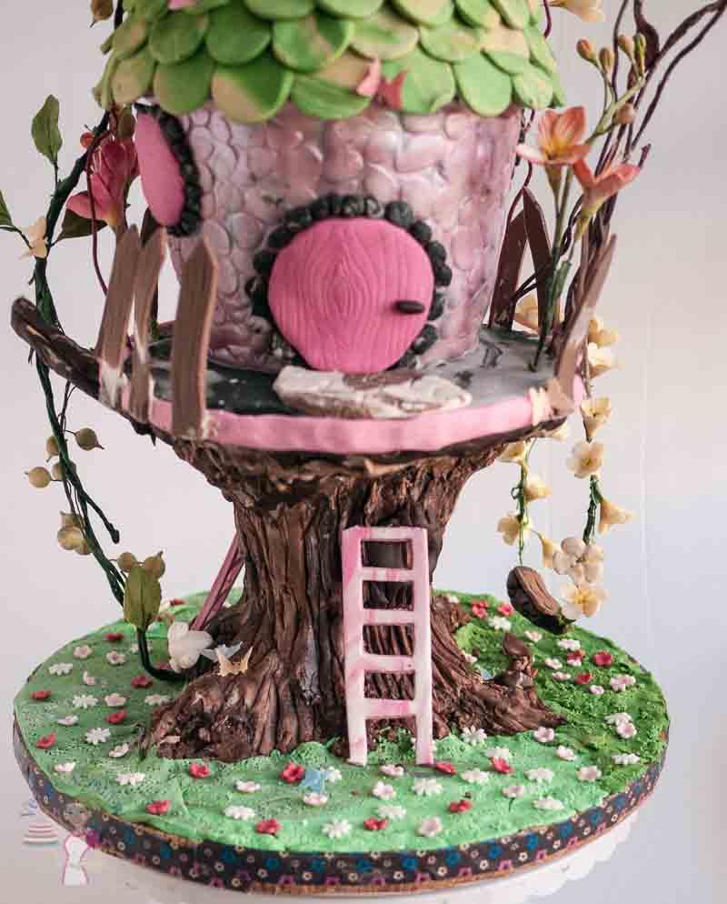 A tree house cake.