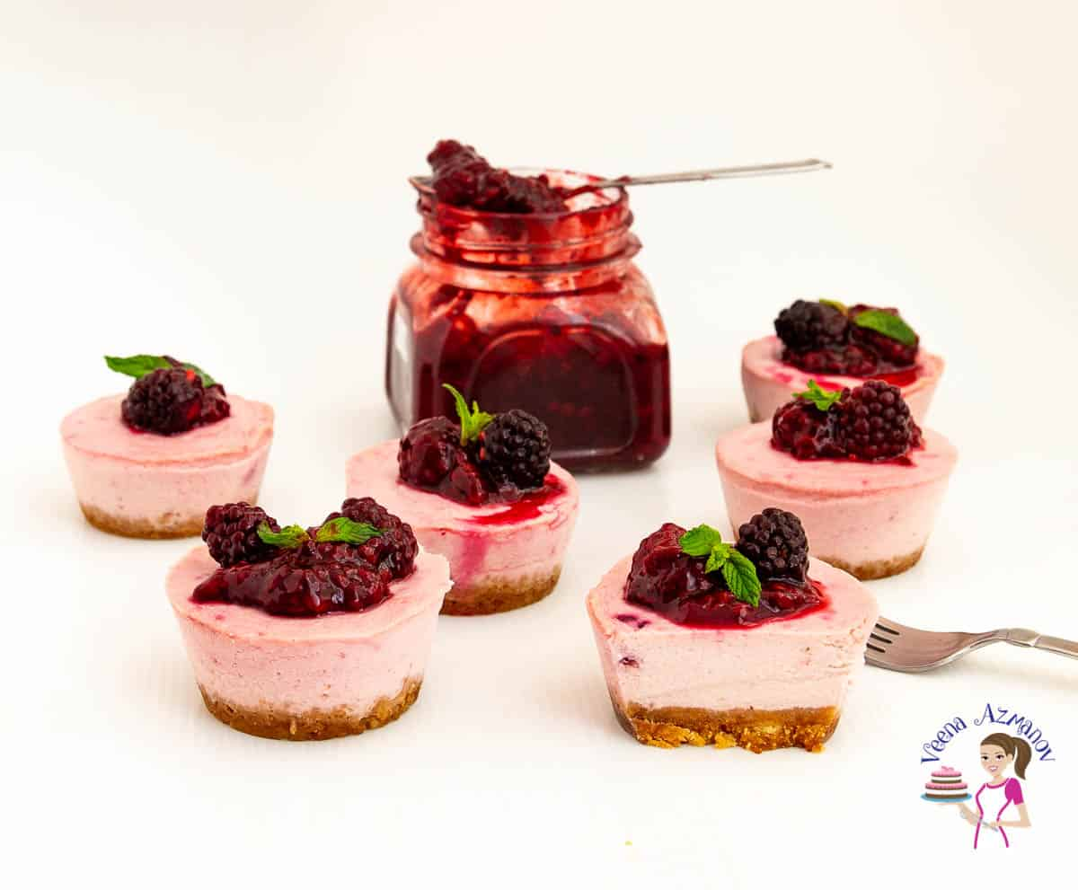 How to make mini cheesecakes with Blackberry filling